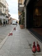 Marciapiede-scarpe-Rosse-Ippocampo-di-Amerigo-Pulzone